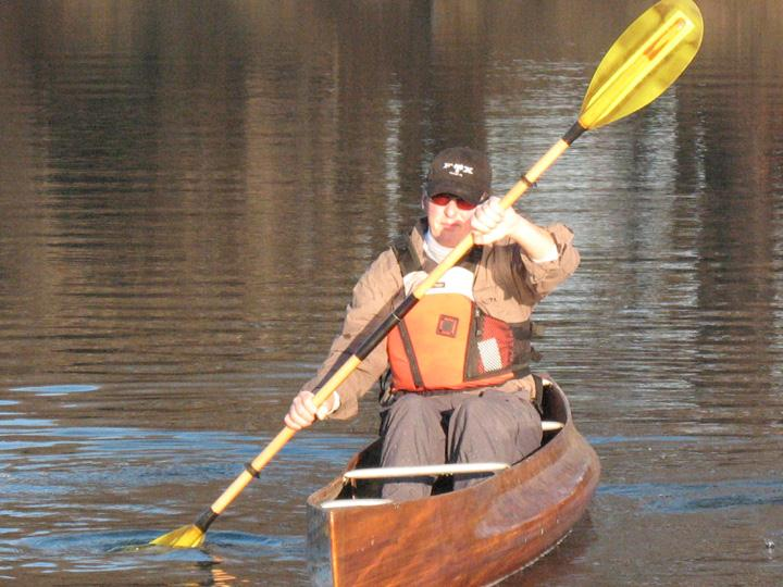 Canoe Paddle Blades : Using a double blade paddle in canoe